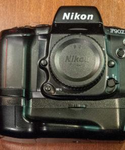 Nikon F90x + MB10
