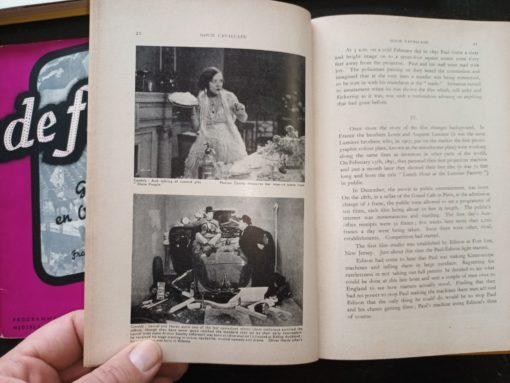 """INTERNATIONAL FILM ANNUAL No. 2 EDITED BY WILLIAM WHITEBAIT LONDON. JOHN CALDER INLEIDING TOT DE PROBLEMEN VAN FILM EN JEUGD J.MUUSSES PURMEREND MOVIE CAVALCADE KINEMA ALBUM uitgegeven door de VEREENIGING DER ANTWERPSCHE KINEMABESTUURDERS ter gelegenheid van de 50 VERJARING VAN DEN KINEMA PROGRAMMA van den GALA AVOND van Donderdag 6 December 1945, Ingericht ten voordeele der Noodlijdende Politieke Gevangenen, Zoal """"ASTRA"""" Carnetstraat. Antw. Prijs 10 Fr. de film Geboorte en Ontwikkeling Frank van den wijngeart De Film - JMF Van de Ven"""