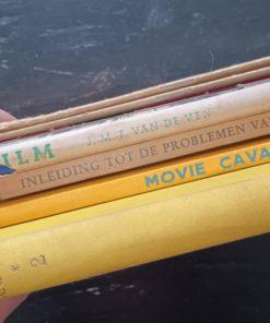 INTERNATIONAL FILM ANNUAL No. 2 EDITED BY WILLIAM WHITEBAIT LONDON. JOHN CALDER INLEIDING TOT DE PROBLEMEN VAN FILM EN JEUGD J.MUUSSES PURMEREND MOVIE CAVALCADE KINEMA ALBUM uitgegeven door de VEREENIGING DER ANTWERPSCHE KINEMABESTUURDERS ter gelegenheid van de 50 VERJARING VAN DEN KINEMA PROGRAMMA van den GALA AVOND van Donderdag 6 December 1945, Ingericht ten voordeele der Noodlijdende Politieke Gevangenen, Zoal